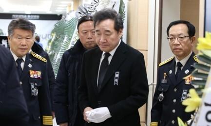 """독도 헬기사고 빈소 찾은 이 총리 """"더 안전한 나라 만들 것"""""""