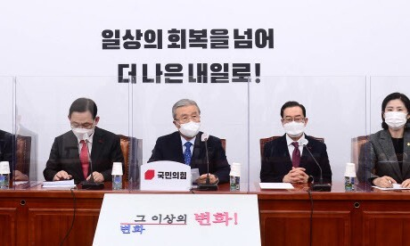 """야권, 사과한 유시민 이사장 압박…""""주장 근거 밝혀라"""""""