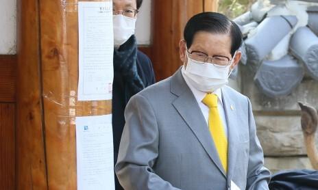 검찰, '방역 방해' 신천지 이만희 총회장 등 19명 구속기소