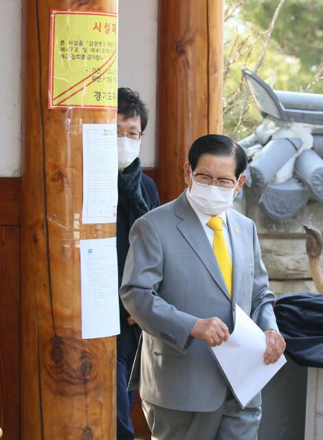 검찰, 코로나19 '방역 방해' 신천지 이만희 총회장 등 19명 구속기소