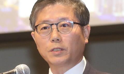 """청와대 """"김현미, 경질 아니다""""…부동산 정책 바톤 변창흠으로"""