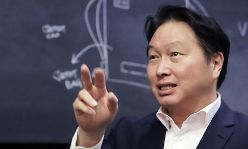 """최태원 """"기업인의 새책임·역할 고민""""…대한상의 회장 나서나?"""