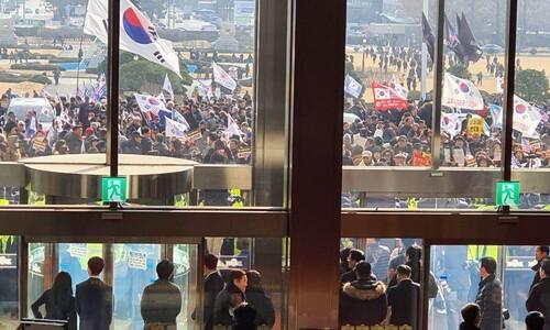 한국당, 국회서 규탄대회…일부 지지자들 본청 난입 시도