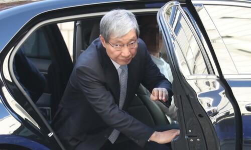 [단독]검찰 출석 미룬 장충기…'이재용 재판' 법정서 소환장 받아