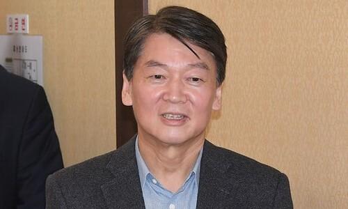 """손학규 '퇴진요구' 거부-안철수계 """"탈당 불사"""""""