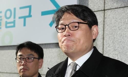 """이광철 등 청와대 관계자 검찰 출석…""""검찰권 남용"""" 반발"""