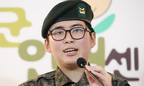 강제 전역한 성전환 육군 하사, 내달 초 성별 정정 판가름