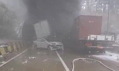 순천~완주 고속도로 사매2터널서 다중 추돌…3명 사망