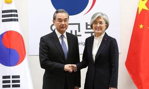 """강경화, 중국 외교부장에 """"한국인 격리는 과도한 조처"""""""