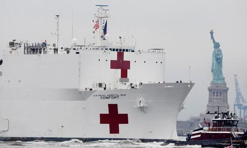 뉴욕항 도착한 미 해군 병원선 '컴포트' 호