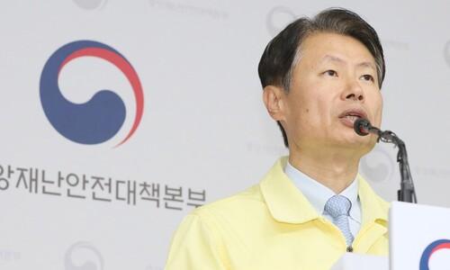 """""""매일 100명 안팎 확진…사회적 거리두기 계속해야"""""""
