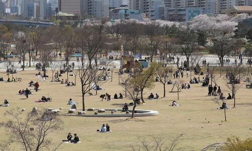 """""""한국인 사회적 거리두기, 영화관 덜 갔지만 공원은 더 갔다"""""""