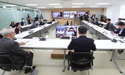 """생활방역 사회기구 첫발…""""거리두기 방심 신호로 읽혀선 안돼"""""""