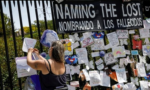 뉴욕 시민, 코로나19 희생자를 기억하며…