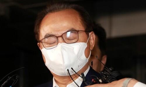'성추행 혐의' 오거돈 전 부산시장, 법원 출석