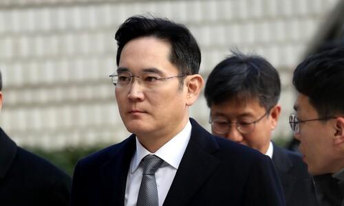 검찰, 이재용 영장 청구…삼성 '여론전'에 '속도전' 반격