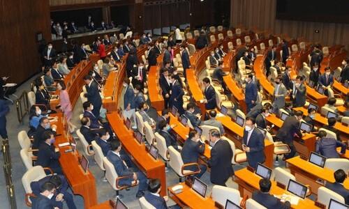 통합당, 21대 첫 본회의 참석…의장 선출 거부 뒤 '퇴장'