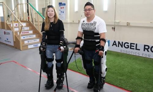 시속 2.4km…한결 빨라진 하반신 장애인용 외골격 로봇