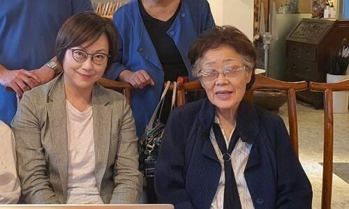 """이용수 할머니, 정의연 만나 """"수요시위 부산서도 하자"""""""
