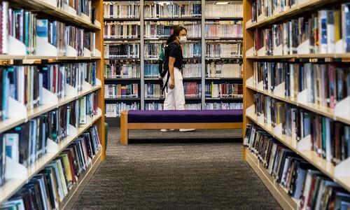 홍콩 도서관에서 모조리 사라진 책은?