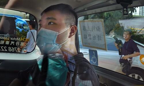 법원으로 호송되는 홍콩보안법 첫 기소자