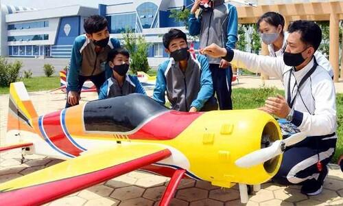 """""""기술 발전의 성과""""…북한의 모형 항공기"""