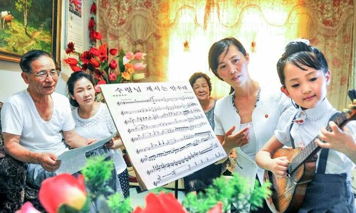 김일성 추모하는 북한의 가정집