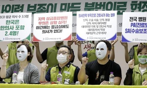 """'진료보조'가 대리수술까지…""""불법의료 막으려면 의사 늘려야"""""""
