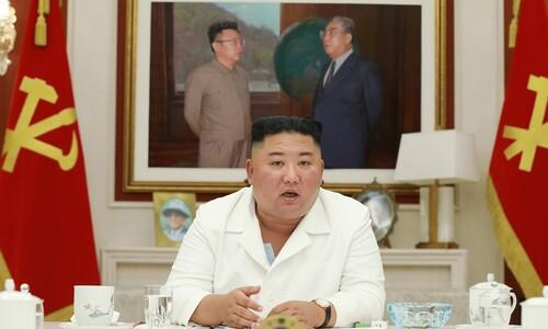 """수해현장 찾은 김정은 """"국무위원장 예비 물자 풀라"""" 지시"""