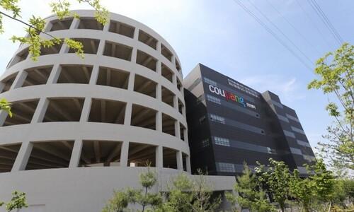 쿠팡 물류센터 코로나19 집단감염 피해자 첫 산재 승인