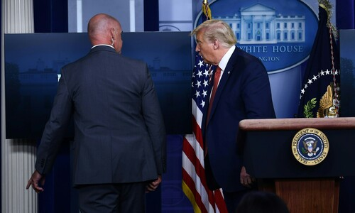 백악관 밖 총격…트럼프, 브리핑 중 경호국 호위받고 돌연 퇴장