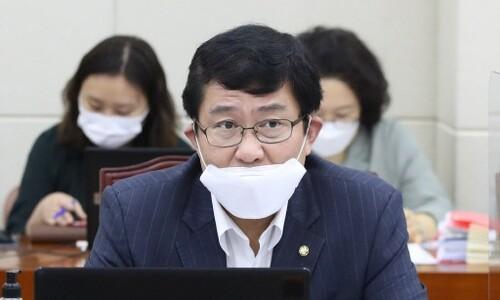 [단독] 합병비율 손들어준 윤창현, '삼성 현안' 공정히 다룰지 의문