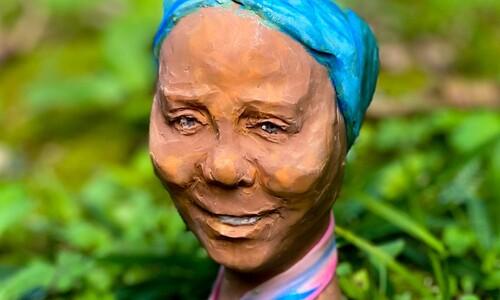 대지를 살리고 떠난 아프리카의 여성