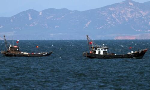 북측 해역에서 어로작업 하는 어선