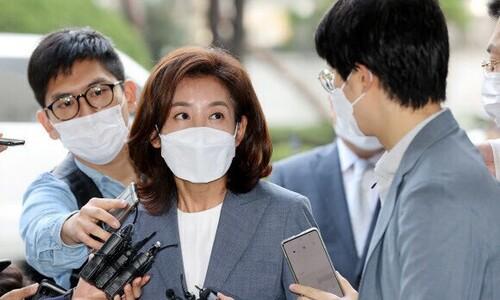논문도, 행사도 '대학원생 도움'…나경원 '엄마 찬스' 논란