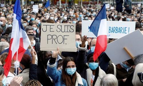 """프랑스 시민들 """"내가 교수다"""""""