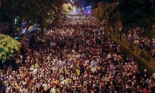 총리 퇴진 요구하는 타이 시위대