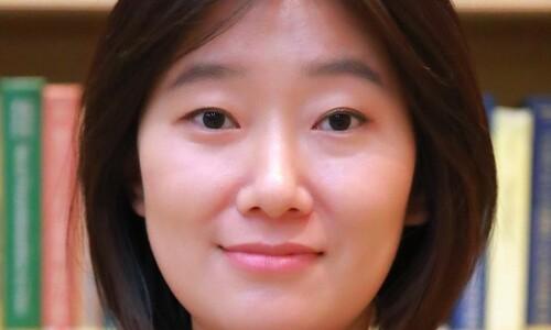 북한 경제: 삼중고 속 자력갱생