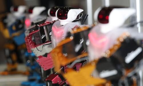 [포토] 색소폰 부는 로봇, 댄스 로봇, 힐 봇…
