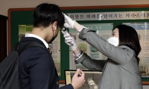 '학교방역 최일선' 보건교사, 올해도 성과급 최하위 '설움'