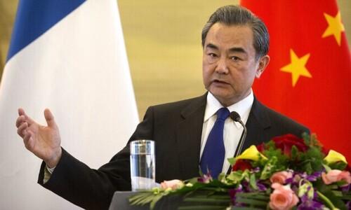 """왕이 외교부장 내일 스가 총리 만나…""""'중국 포위망' 흔들 의도"""""""