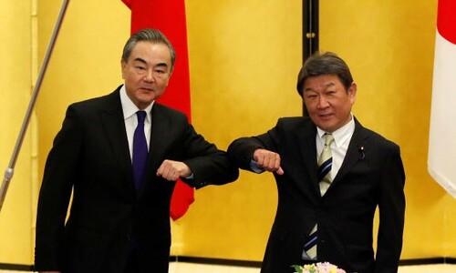 중국은 왜 지금 한국과 일본에 왕이 부장을 보냈을까?