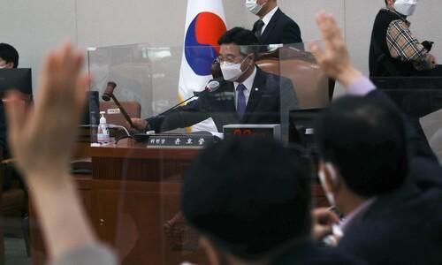 '윤 직무정지' 정치권 블랙홀…친추미애 vs 친윤석열 이틀째 대치