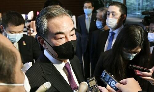 """'시진핑 연내 방한' 질문에, 왕이 """"다들 마스크를 쓰고 있잖아!"""""""