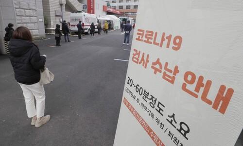 """경제피해 우려 2.5단계 격상 멈칫…""""10인이상 모임 말라"""""""