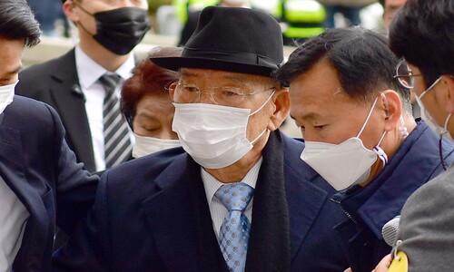 법원, '헬기 사격' 인정…전두환에 징역 8월·집유 2년 선고