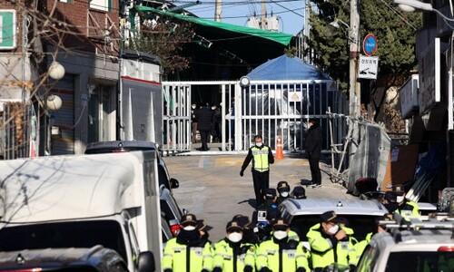 경찰, '화염병 투척' 사랑제일교회 압수수색