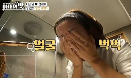 '세수 오프닝' 나경원, 딸과 탬버린 장단…정치의 예능화 '쓴맛'