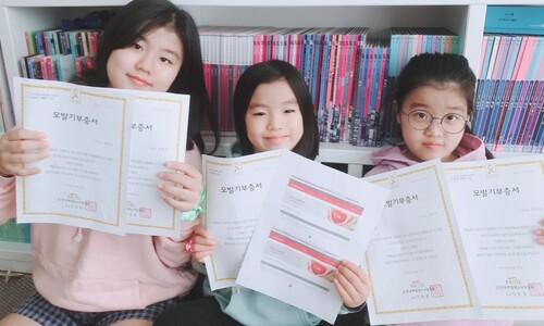 """""""소아암 앓는 친구들 위해"""" 머리카락 240㎝ 기부한 세 자매"""