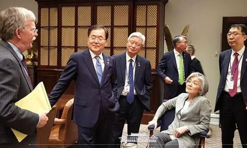이런 '외교장관 존재감' 처음…강경화, 3년7개월 만에 퇴장